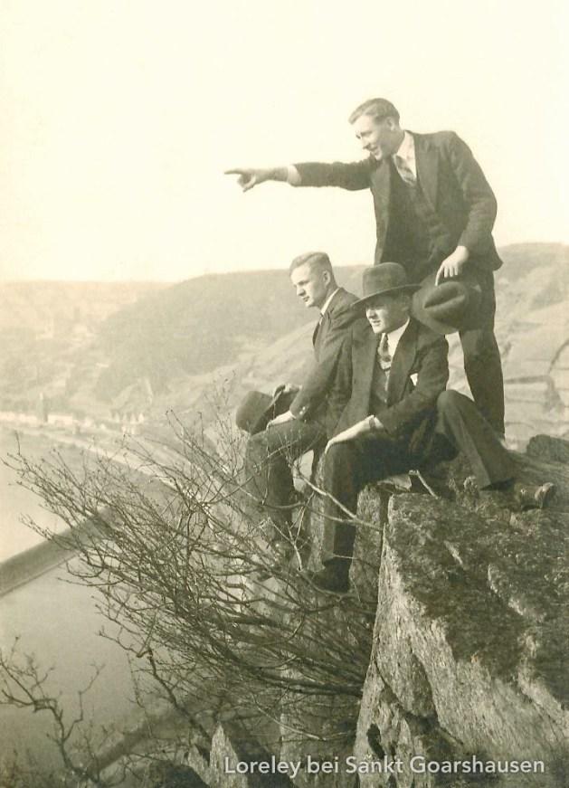 Die 3 von der Hangstelle: Der Großvater von Marcel D'Avis aus Oberwesel mit Freunden aiuf der Loreley, um 1934.