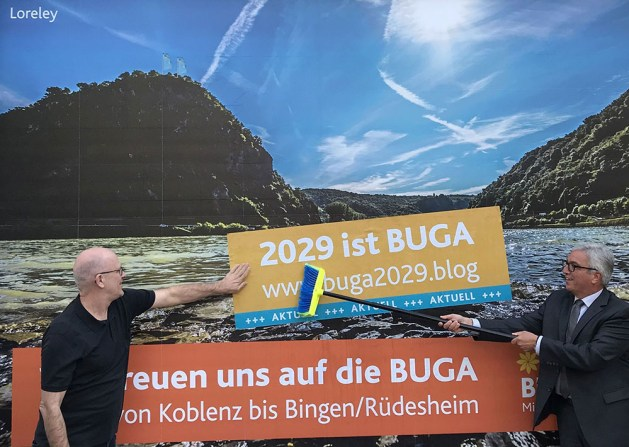 Roger Lewentz (r.) bei der Präsentation der Buga Kampagne. Foto: Ministerium des Inneren RLP..