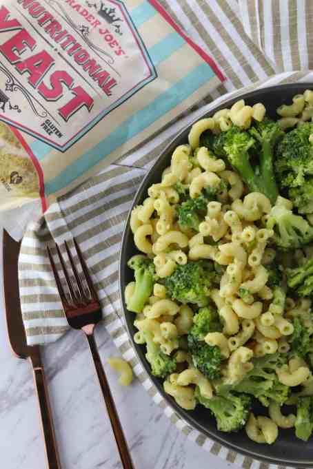 vegan broccoli macaroni and cheese