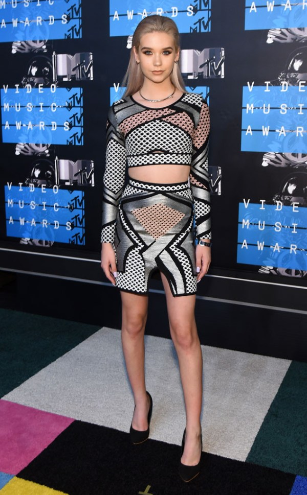 look amanda steele vma 2015