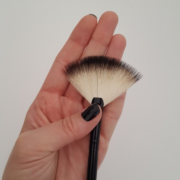 pincel-de-maquiagem-vult-cosmetica-leque-numero-18
