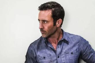 Hawaii Five-0 personagem entre a vida e a morte no final