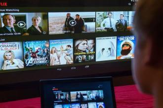 Netflix está testando reproduzir séries e filmes de forma aleatória