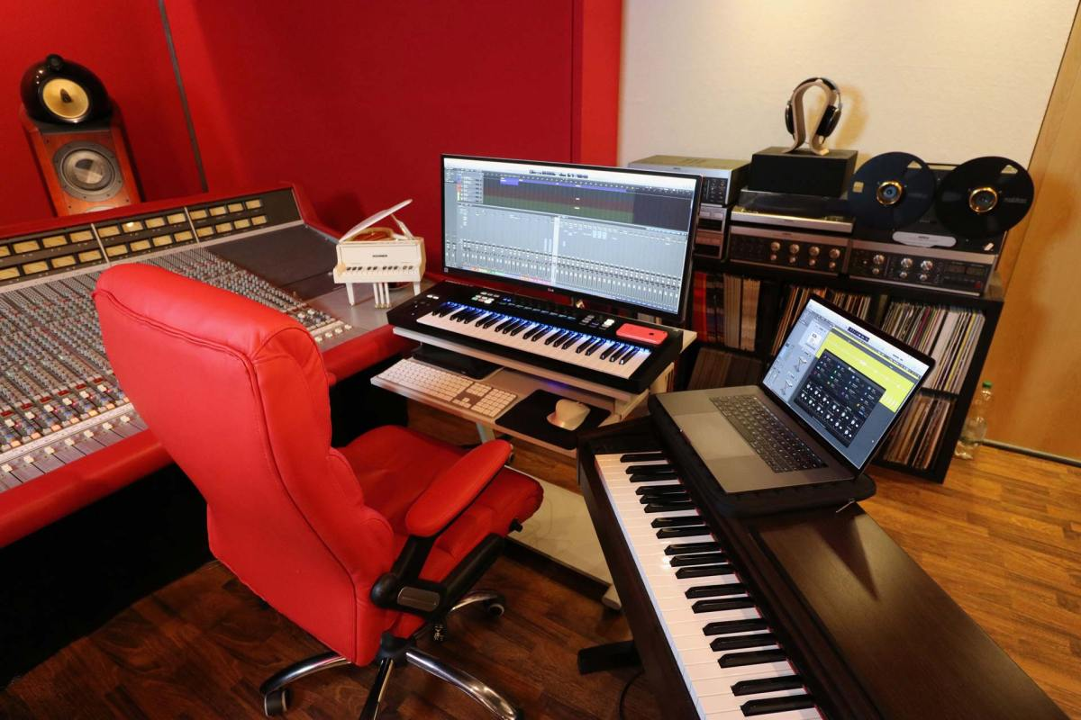 Logic Pro X Touch Bar SSL 4000G red leather