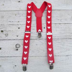 Rode bretels met witte hartjes