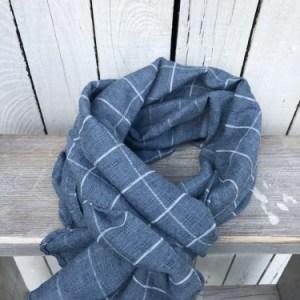 Blauwe sjaal met ruit