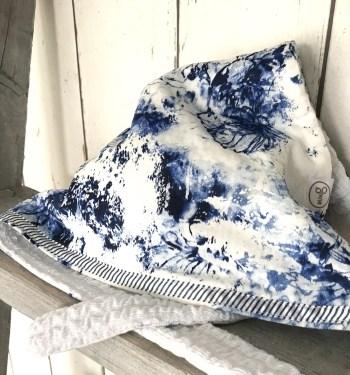 Witte bandana met blauwe bloemen