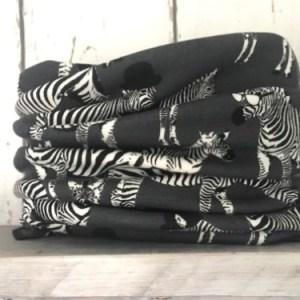 Grijze colsjaal met zebra's.