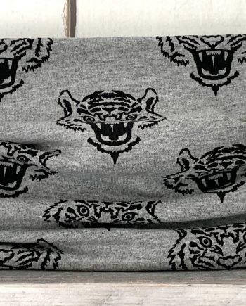 Grijs colsjaaltje met tijgers