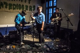 Hallan supporting Porridge Radio live at The Festing, Southsea - 12/04/19 | Mix It All Up