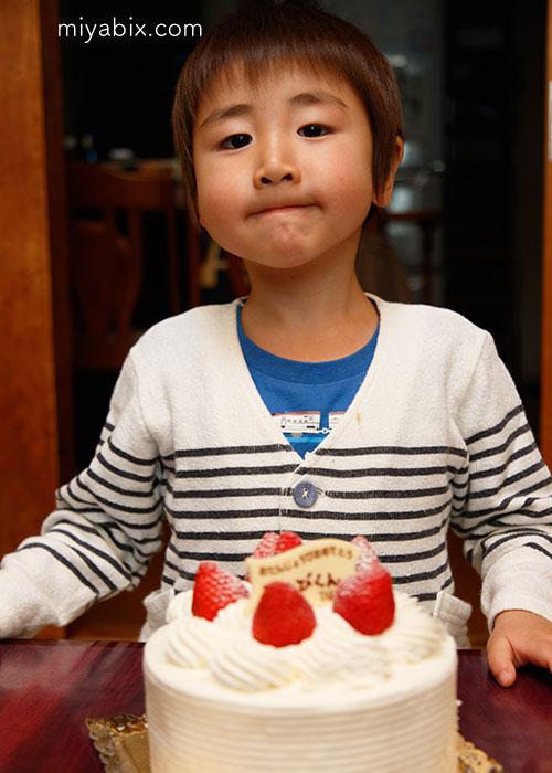 お誕生日,バースデー,4歳,ケーキ,雅