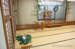 慰霊祭祭壇と玉串