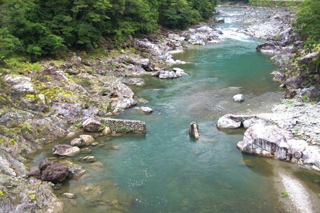 水位は、渇水&濁り無し! 宮川ダムは、維持放流中!  ※生け簀内水温 16℃(10:15 現在)  大熊谷出合上流付近  落滝橋(小又)付近  今日の空