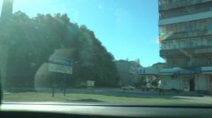 マリウポリと書かれた道路標識