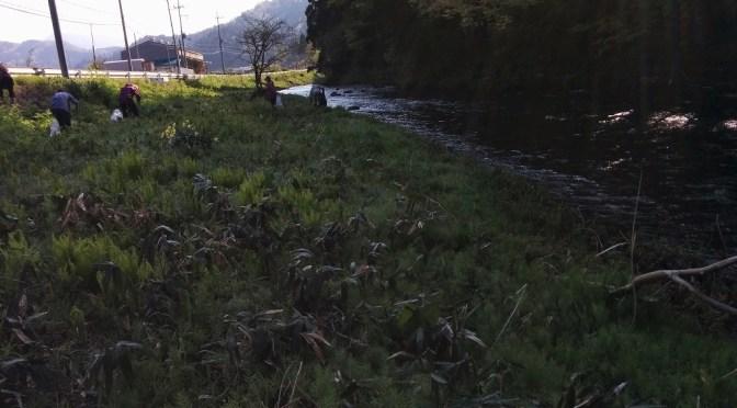 毎年恒例の河川愛護清掃に参加