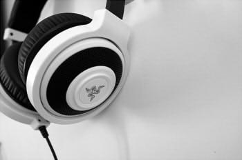 headset-1377193_640