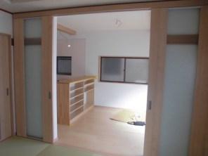 引き分け建具で開放できます。