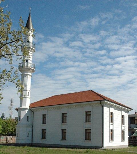 Oskrnavljena Atik džamija