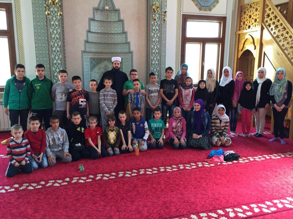 Podne namaz u Atik džamiji