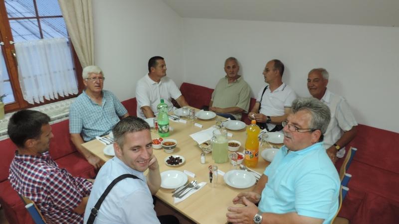 VELIKI ZAJEDNIČKI IFTAR U MEKTEBSKOM CENTRU U BIJELJINI