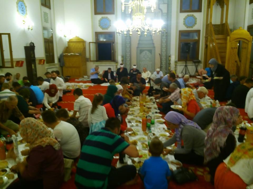 Veliki iftar u Sultan Sulejmanovoj Atik džamiji