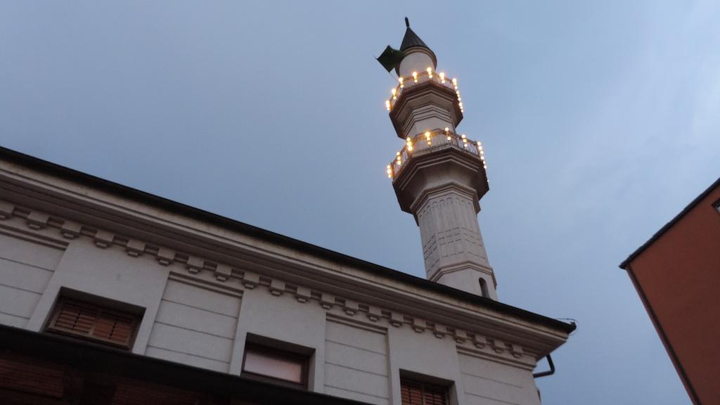 U dvorištu Sultan Sulejmanove Atik džamije organiziran iftar uz podršku Turske agencija za koordinaciju i razvoj TIKA