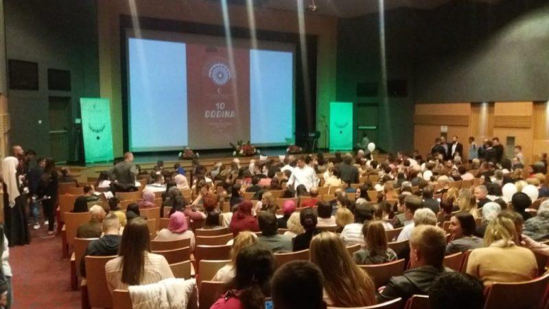 Održana Svečana akademija povodom 10 godina postojanja Mektebskog centra u Bijeljini (FOTO)