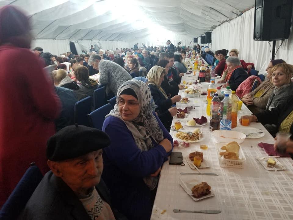 Elhamdulillah,  veliki iftar za 500 osoba u haremu Sultan Sulejmanove džamije u Bijeljini (FOTO)