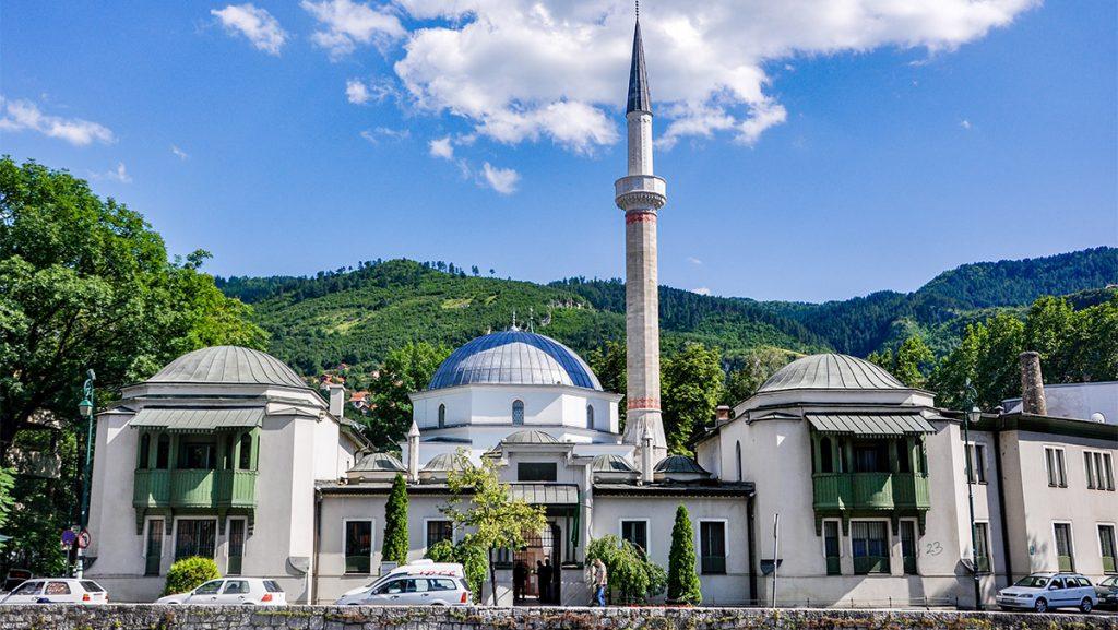 Nastavlja se postepeno otvaranje džamija: Džematlije će moći od danas obavljati i noćne namaze