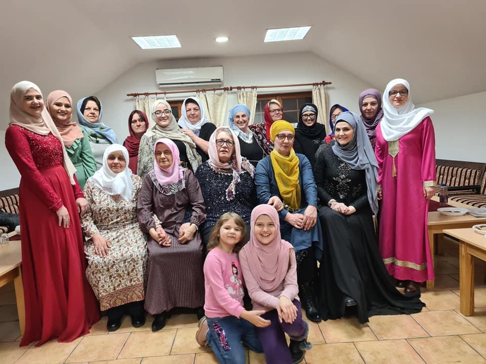 Druženje za žene posvećeno islamskom načinu odijevanja žene, hidžabu