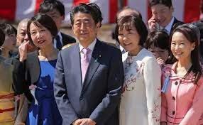 安倍晋三首相と妻・安倍昭恵夫人の2ショット画像