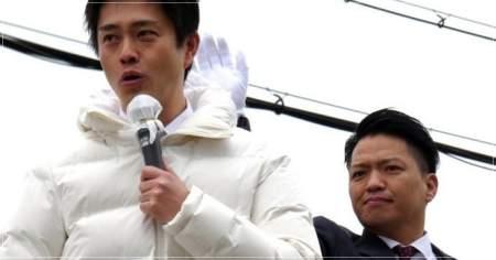 演説中の吉村洋文大阪府知事の画像