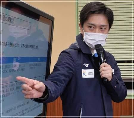 吉村洋文大阪府知事がマスクをつけている画像