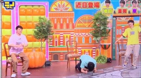 岸優太の最後のオチに爆笑して椅子から転げ落ちる重岡大毅と増田の画像