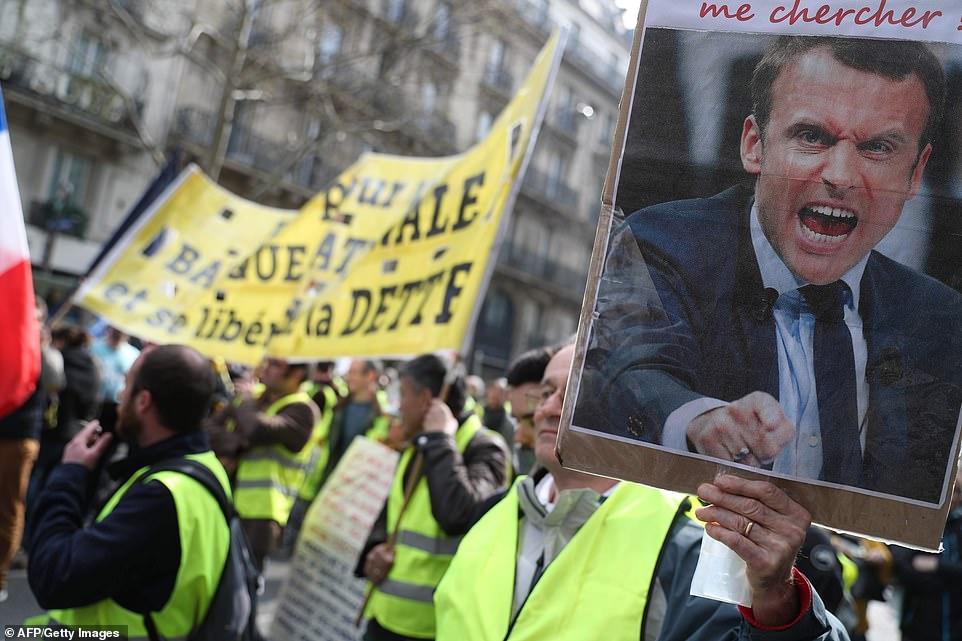 """WIELKA SOBOTA SĄDNY DZIEŃ W PARYŻU POD HASŁEM - """"Ostatni Akt. Paryż, stolica rewolty"""" 60 000 policjantów w gotowości"""