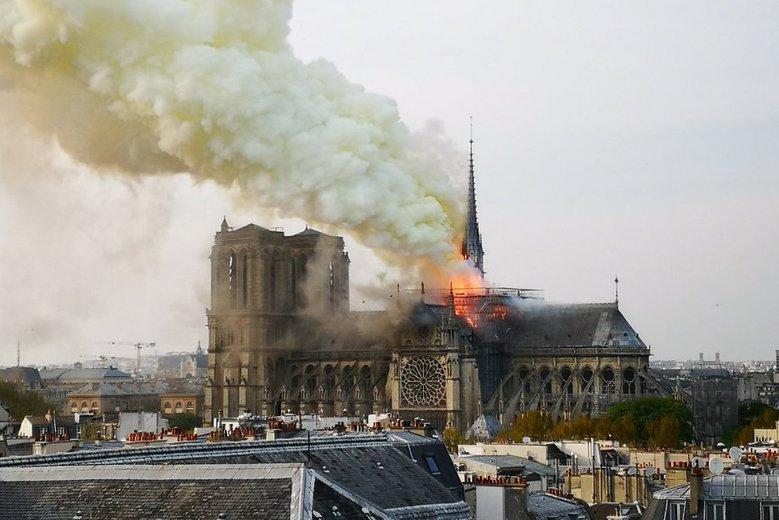 Irański minister zawstydził polskich polityków. Skomentował pożar Notre Dame bez odwołań do światopoglądowej wojny