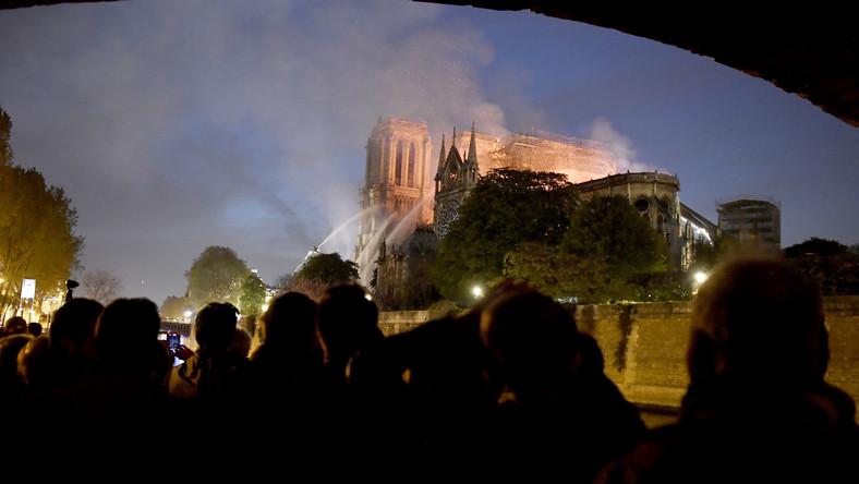Co oznacza pożar katedry. Analiza następstw i przyczyn. Zwiedzaj | odwiedź | Paryż