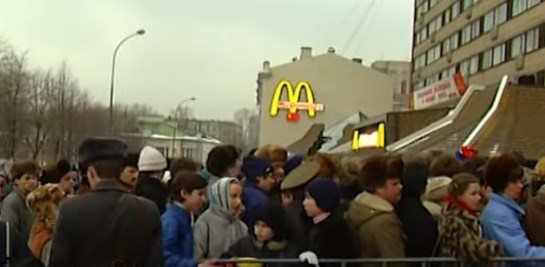 Otwarcie perwszej restauracji McDonald's w Rosji. Wideo archiwalne