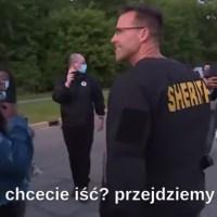 HIT INTERNETU !USA Policjanci wspierają protestujących klęcząc i maszerując! PORUSZAJĄCE VIDEO !