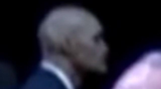Facet z dziwną czaszka w ochronie Obamy.EN