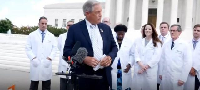 Zbanowane wideo| Konferencja Amerykańskich lekarze na schodach Kapitolu.