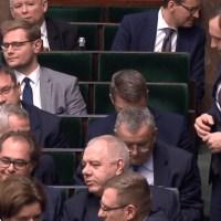 Rząd PiS będzie zbierać dane biometryczne Polaków. Chcą wiedzieć o nas coraz więcej {Autor Gabi}