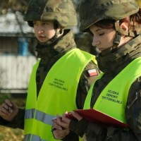 Żołnierze WOT wchodzą do szkół.. {Autor Gabi}