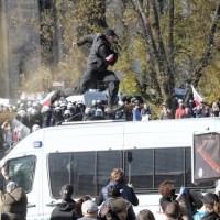 Skrajna nieodpowiedzialność! Antycovidowcy i przedsiębiorcy protestują w Warszawie. Wśród nich politycy Konfederacji. Doszło do starć z policją  ☀Autor Gabi☀