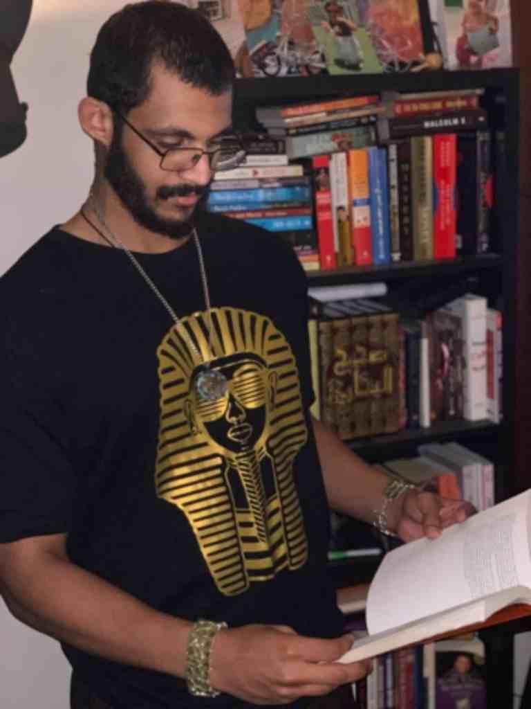 Mizo Amin reading the 48 laws of power by Robert Greene