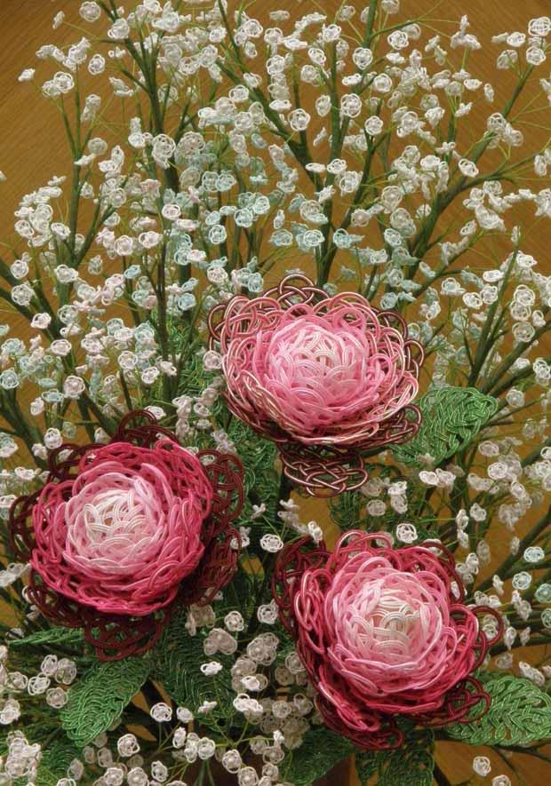 水引アート生徒 仁藤 弘子 作 バラとかすみ草 「無垢の華やぎ(清らかで明るく華やか)」 写真