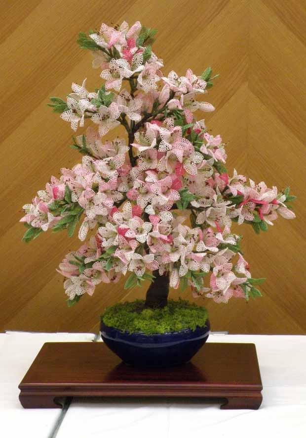 水引アート生徒 坂入 洋子 作 ツツジ(サツキ) 鉢植 「初夏の花色を楽 し む」 写真