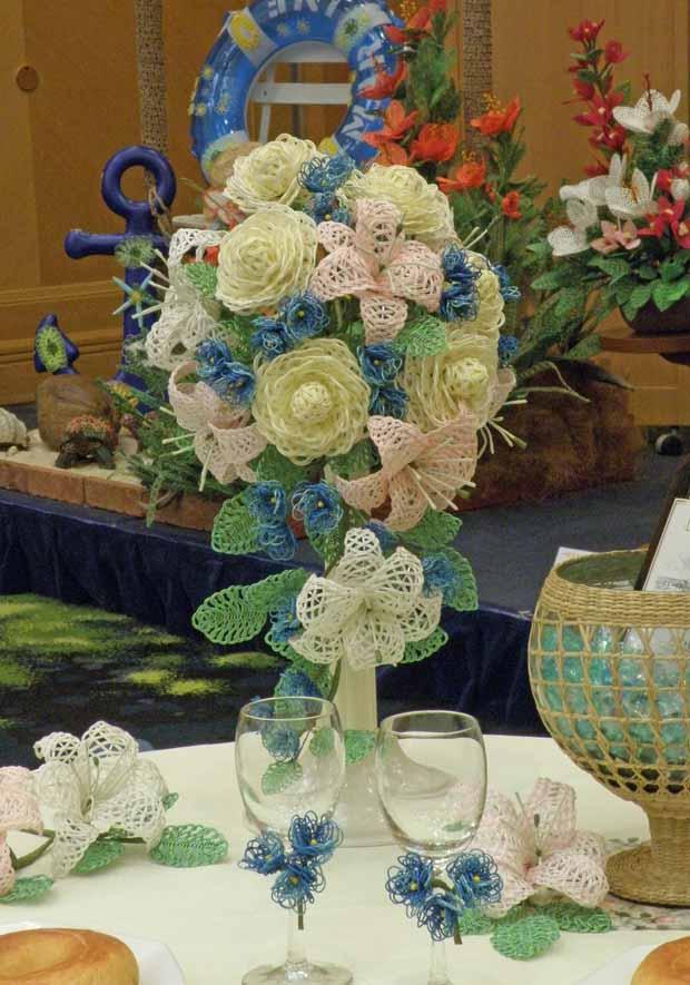 水引アート生徒 堤 麻美 作 オールドローズ・ストック・カサブランカ(小) 「大切な人をお迎えして‐花を添えて乾杯!‐」 写真
