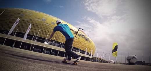 カイトで乗るスケボー動画『PEAK2 – Flysurfer Urban Kite Session』