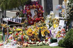 Michael-Jacksons-birthday-2009-22999344891